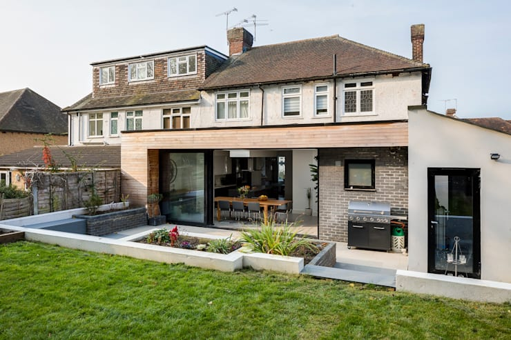 Large Rear Extension, Semi-detached House, Woodford Green, North-East London: modern Houses by Model Projects Ltd
