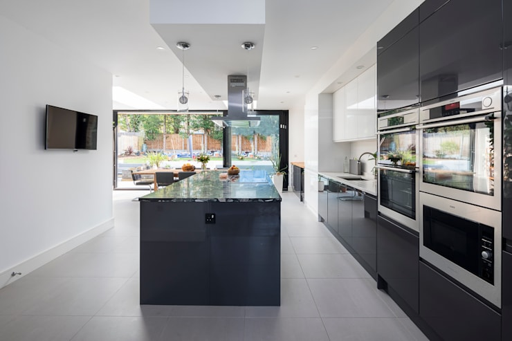 Large Rear Extension, Semi-detached House, Woodford Green, North-East London: modern Kitchen by Model Projects Ltd