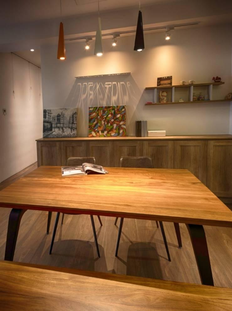 Dining room by 凡岩建築空間整合