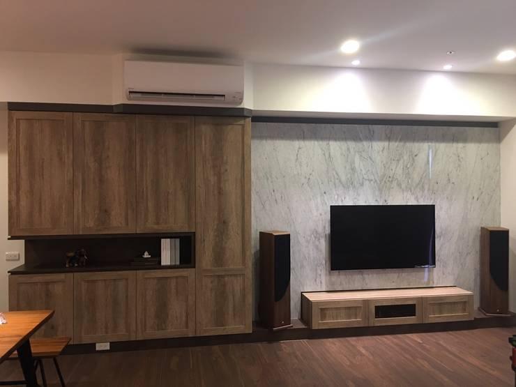 Living room by 凡岩建築空間整合