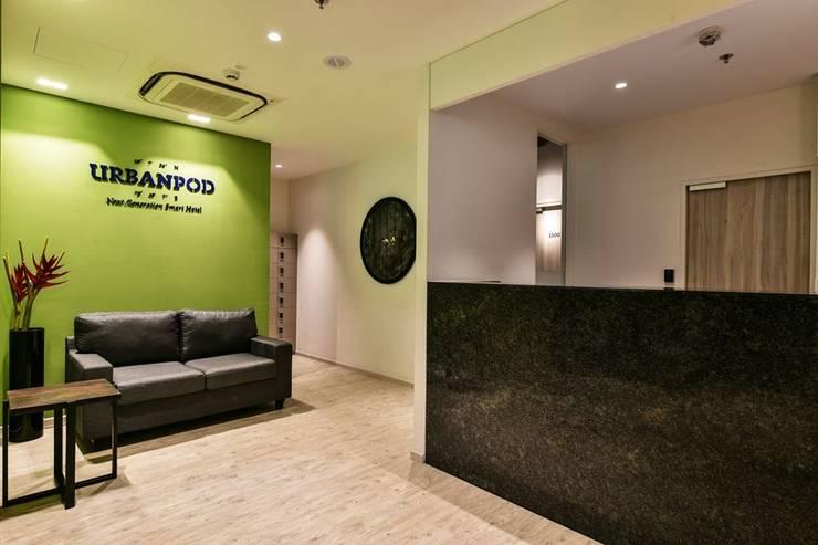 Reception:  Hotels by Racheta Interiors Pvt Limited,Modern