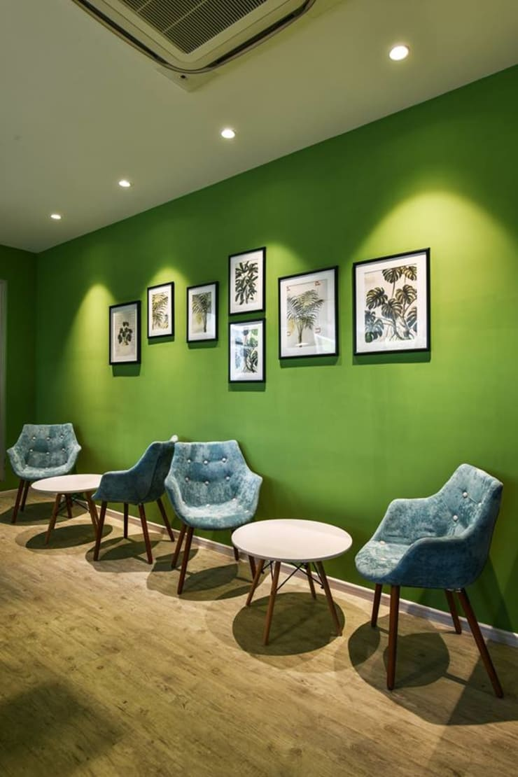 Cafe:  Hotels by Racheta Interiors Pvt Limited
