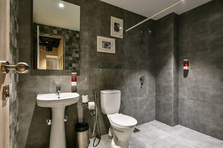 Washrooms:  Hotels by Racheta Interiors Pvt Limited,Modern
