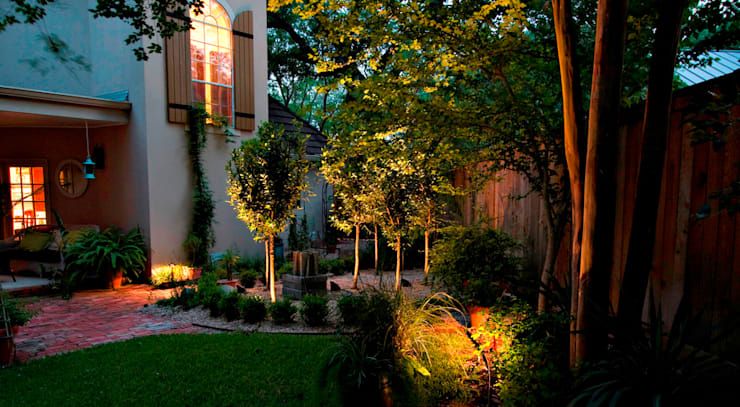 Garden Lighting:  Event venues by The Roodepoort Electrician, Tropical
