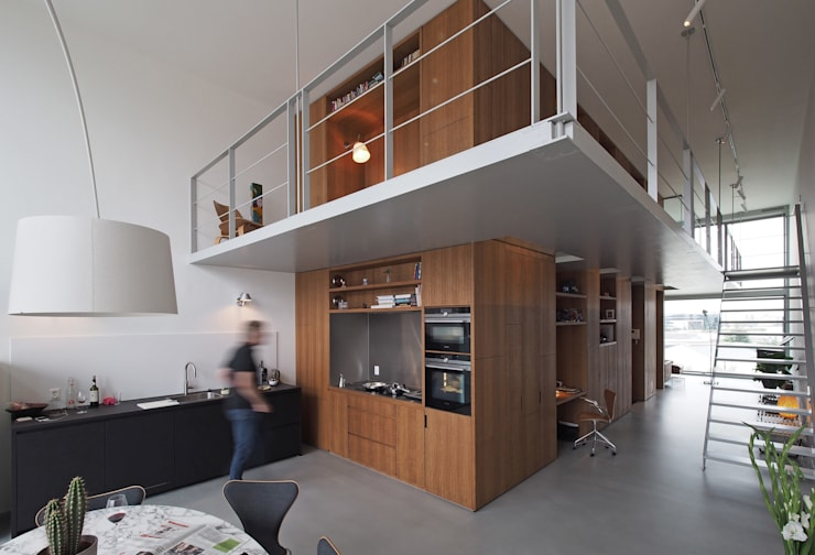 Doorzonloft Houthaven Amsterdam:  Eetkamer door Bergblick interieurarchitectuur, Modern Hout Hout