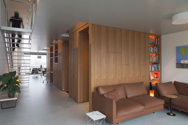 Doorzonloft Houthaven Amsterdam:  Woonkamer door Bergblick interieurarchitectuur, Modern