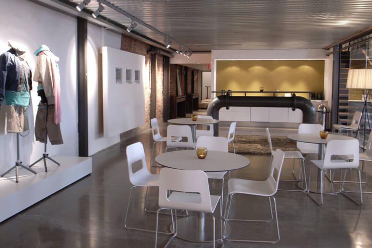 Mexx showroom :  Kantoor- & winkelruimten door Bergblick interieurarchitectuur, Industrieel