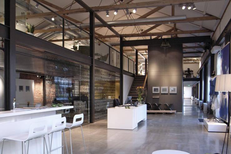 Mexx showroom :  Kantoor- & winkelruimten door Bergblick interieurarchitectuur, Modern
