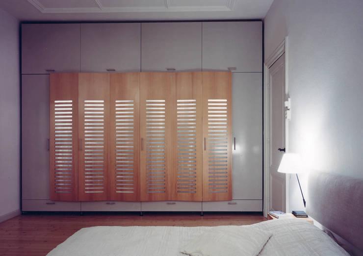 Herenhuis renovatie:  Slaapkamer door Bergblick interieurarchitectuur