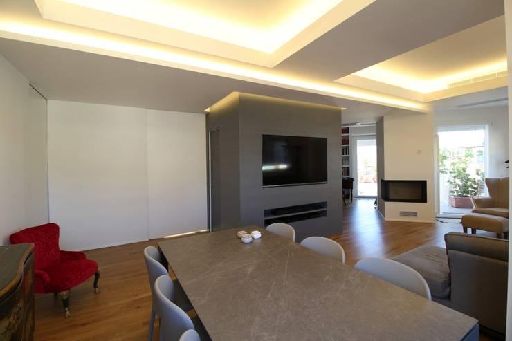Salas de jantar  por Giuseppe Rappa & Angelo M. Castiglione, Moderno