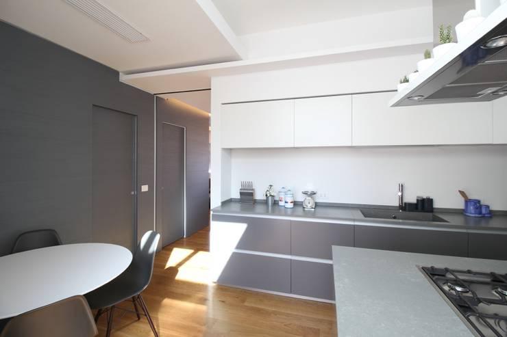 Cozinhas  por Giuseppe Rappa & Angelo M. Castiglione, Moderno