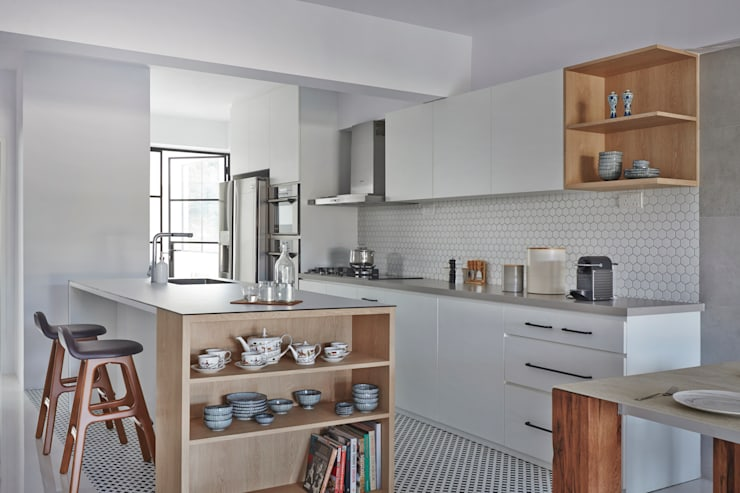 CLEMENTI PARK:  Kitchen units by Eightytwo Pte Ltd