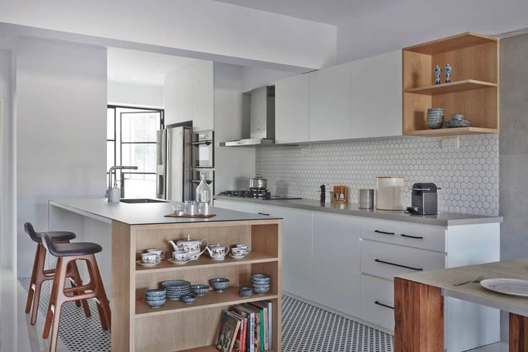 CLEMENTI PARK:  Kitchen units by Eightytwo Pte Ltd,Scandinavian