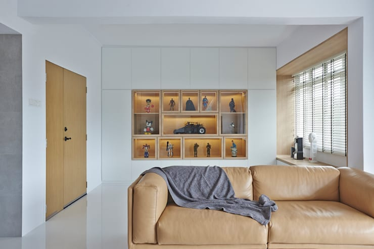 CLEMENTI PARK:  Living room by Eightytwo Pte Ltd