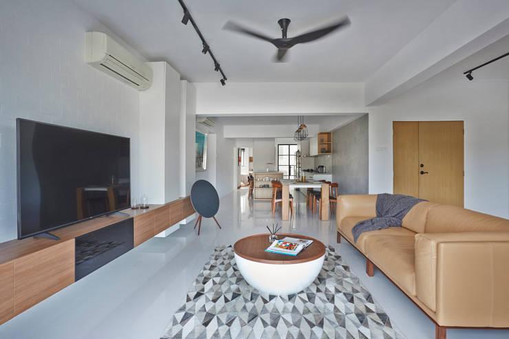 CLEMENTI PARK: scandinavian Living room by Eightytwo Pte Ltd