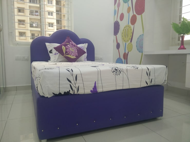 Queen Size Cot : modern Bedroom by Enrich Interiors & Decors