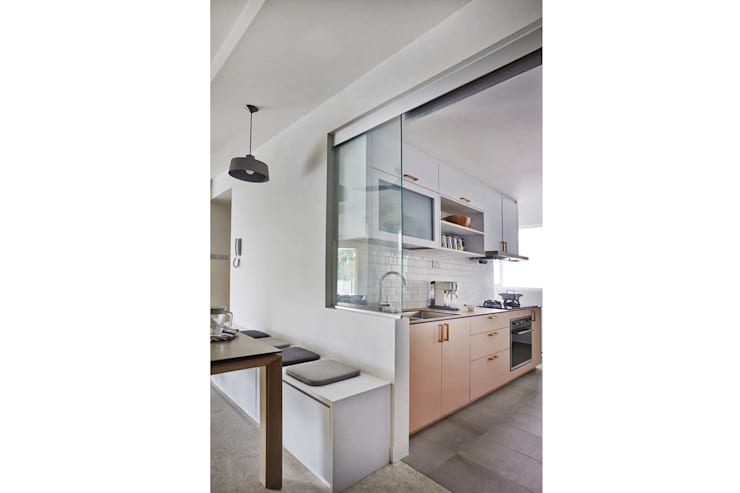 COTE D'AZUR:  Kitchen units by Eightytwo Pte Ltd