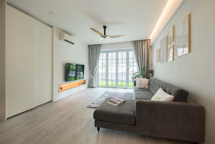 EASTWOOD GREEN 2:  Living room by Eightytwo Pte Ltd