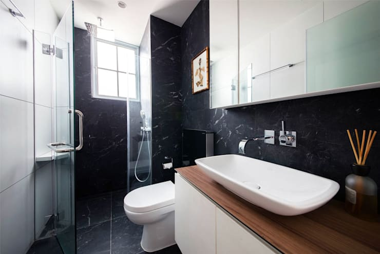 EASTWOOD GREEN:  Bathroom by Eightytwo Pte Ltd