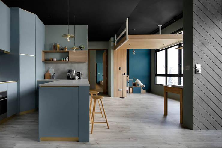 ECOSANCTUARY:  Kitchen units by Eightytwo Pte Ltd,Scandinavian
