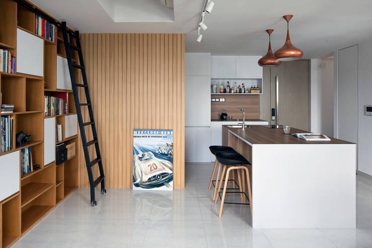 KING ALBERT PARK RESIDENCES:  Living room by Eightytwo Pte Ltd,Scandinavian