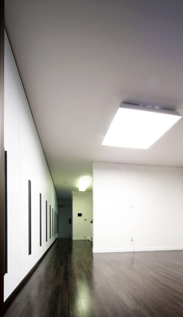 전농동 우성아파트: 주식회사 착한공간연구소의  거실