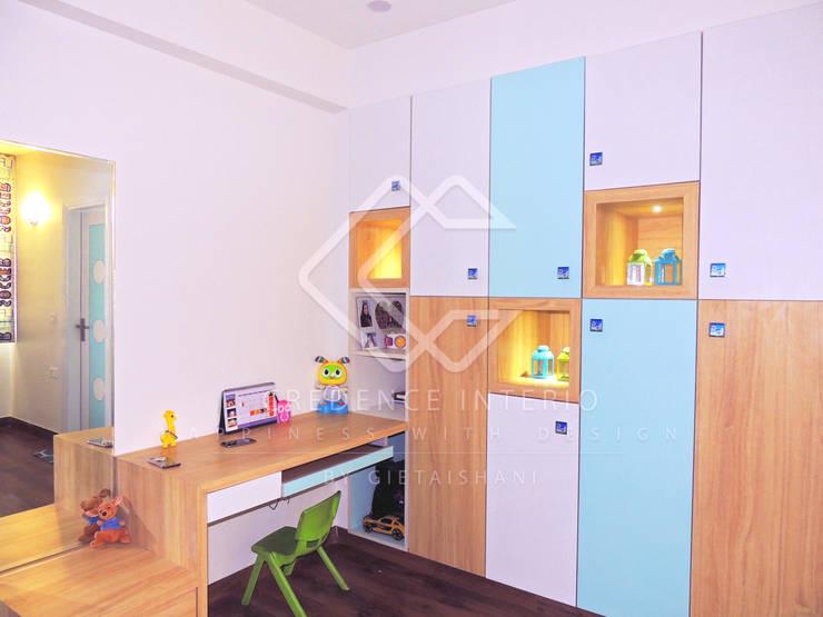 WARDROBE CUM DISPLAY SHELF:  Bedroom by CREDENCE INTERIO,Modern