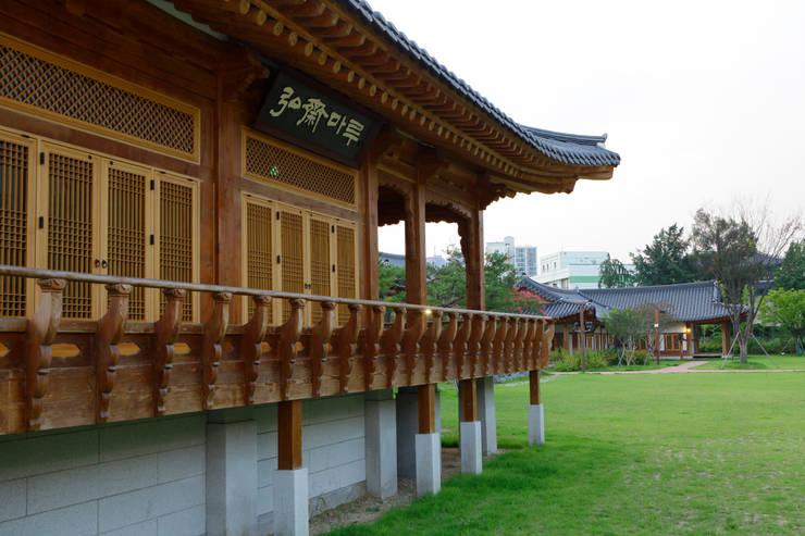 장안문 문화시설 (전통식생활체험관 및 예절교육관): 여유당건축사사무소의  학교