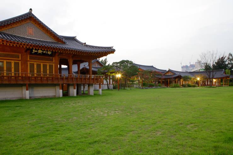 장안문 문화시설 (전통식생활체험관 및 예절교육관): 여유당건축사사무소의  박물관