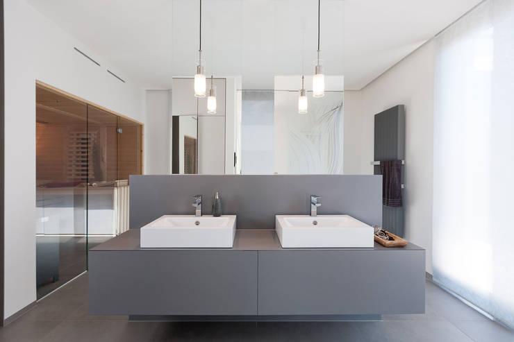 Projekty,  Łazienka zaprojektowane przez Manufaktur Hommel