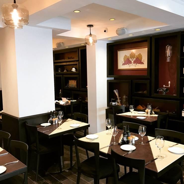 Restaurant antaño / sommelier: Restaurantes de estilo  por PICHARA + RIOS arquitectos
