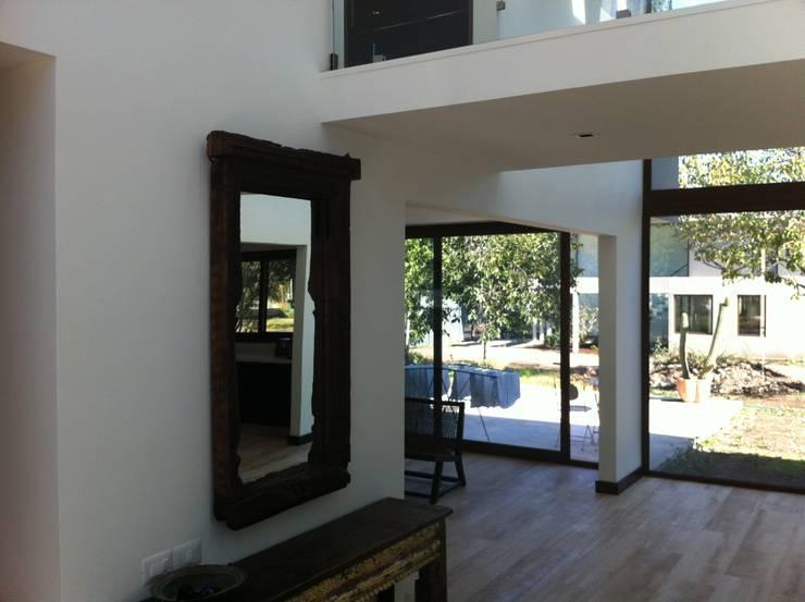 casa unifamiliar: Casas unifamiliares de estilo  por PICHARA + RIOS arquitectos