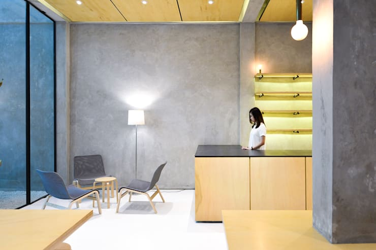 Second Floor Seating Area:  Restoran by KERA Design Studio