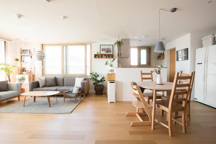 경희궁 자이 인테리어: bomhousing의  거실,