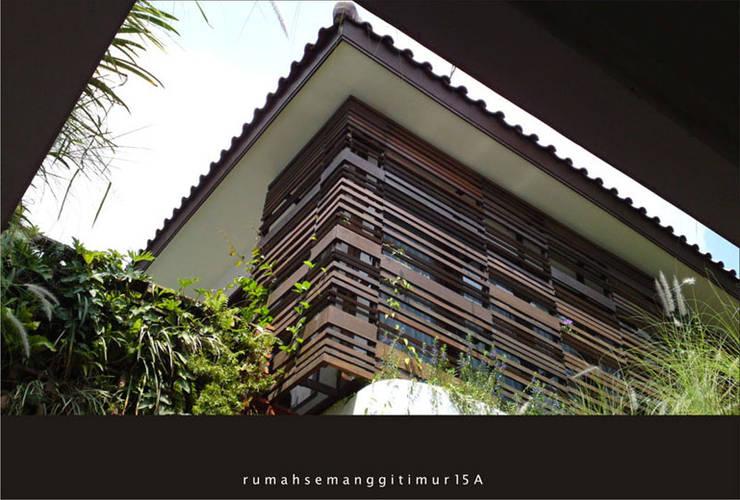 rumah semanggi timur:   by artaadiputra arsitek