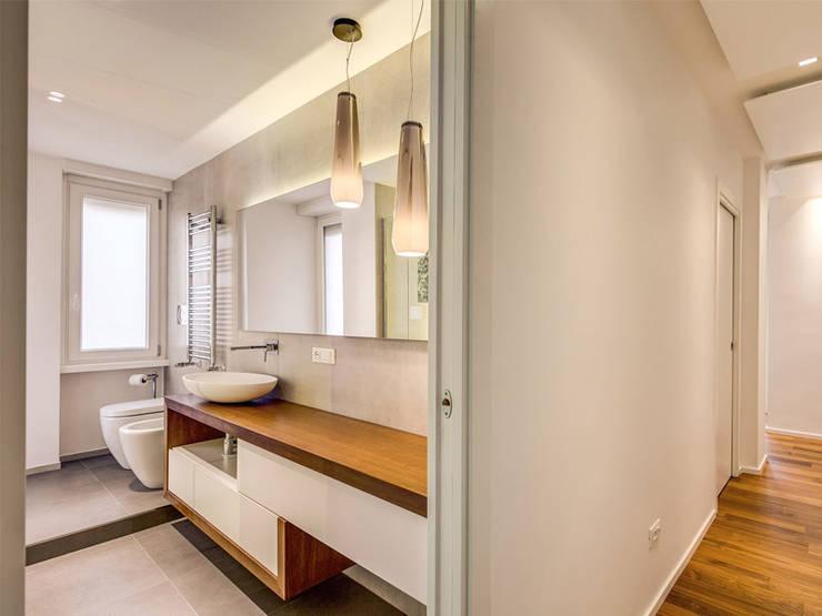 Bathroom by MOB ARCHITECTS