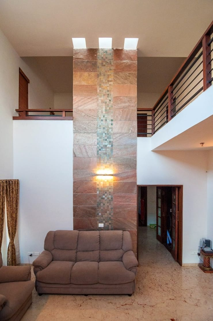 Living room high-wall and skylight:  Living room by Myriadhues,Modern
