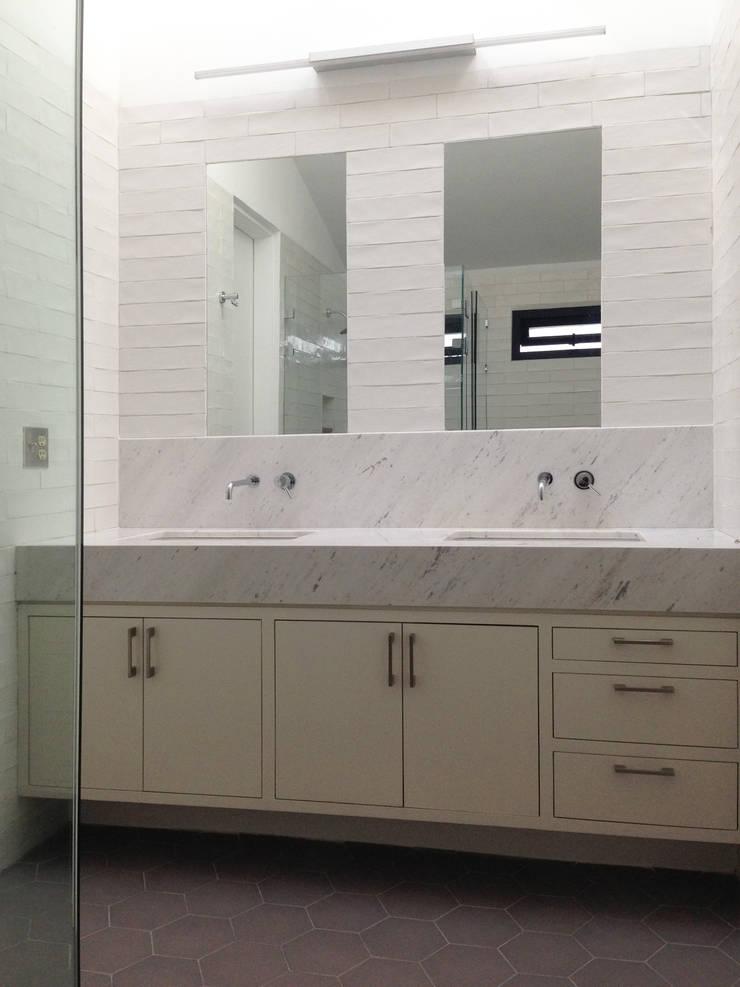 Moderne Badezimmer von AWA arquitectos Modern Marmor