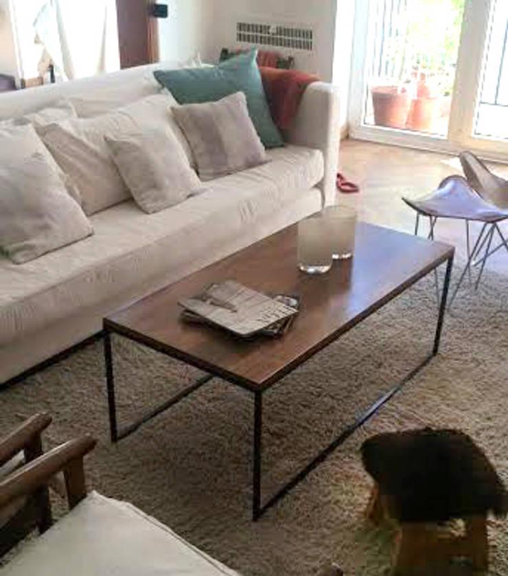 mesa ratona de hierro y madera peteribi: Livings de estilo  por Tienda Quadrat,