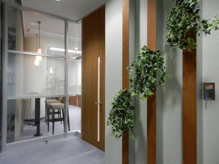 エントランス: 株式会社アトリエKCが手掛けたオフィススペース&店です。,