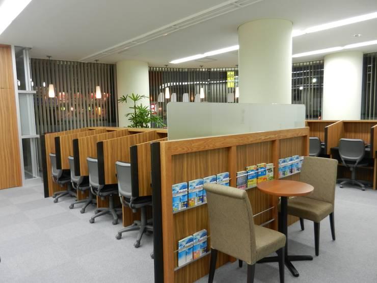 休憩スペース: 株式会社アトリエKCが手掛けたオフィススペース&店です。,