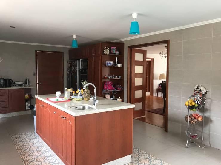 Cocina: Cocinas de estilo  por Área Urbana Arquitectos SpA