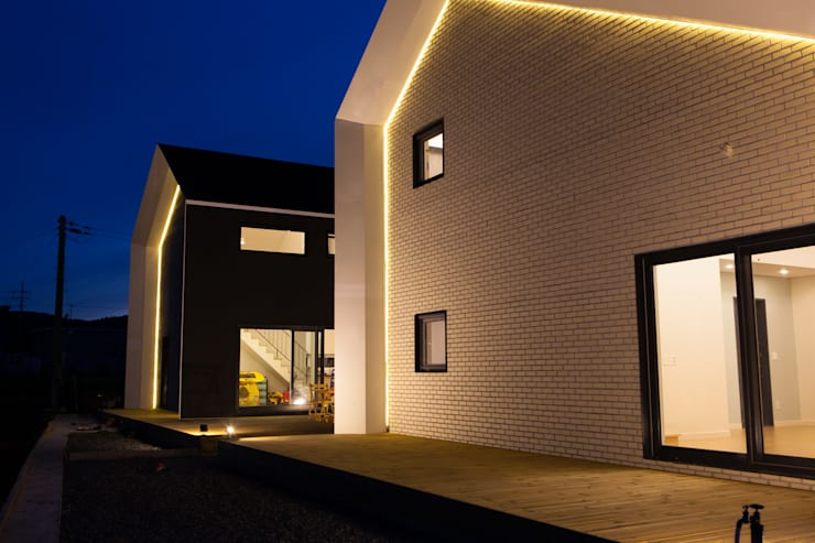 Houses by 이웃건축,