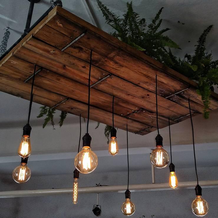 Lampara de techo plataforma madera Edison colgantes Vintage: Bodegas de estilo  por Lamparas Vintage Vieja Eddie