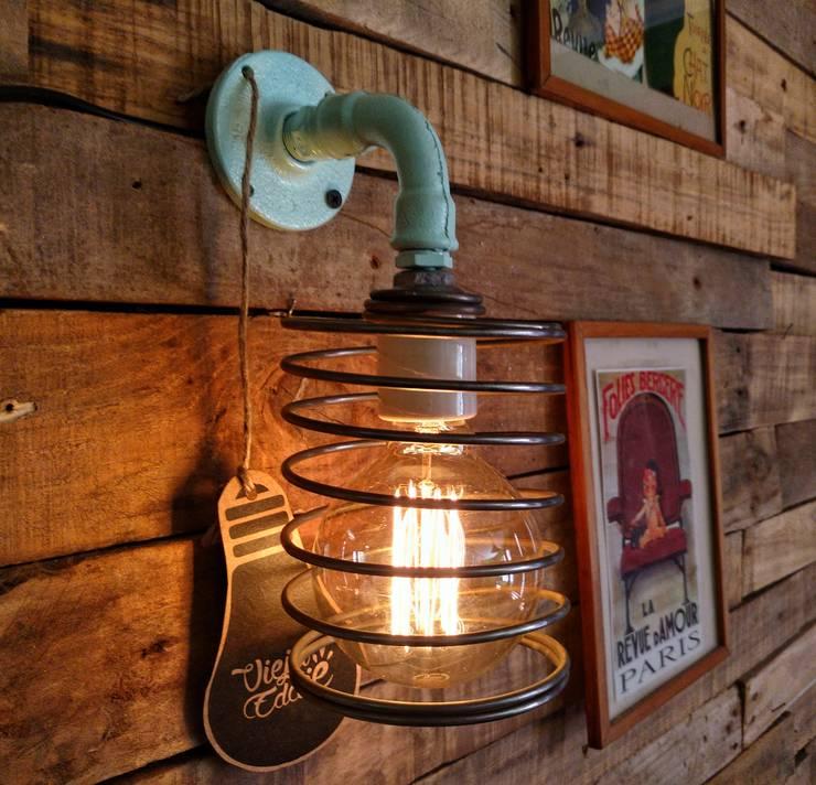 LAMPARA APLIQUE PARED COLOR OCEANO TIPO NORDICO INDUSTRIAL: Livings de estilo  por Lamparas Vintage Vieja Eddie