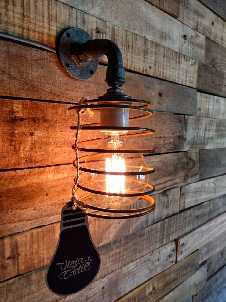APLIQUE LAMPARA PARED ESTILO INDUSTRIAL ESPIRAL ALAMBRE FOCO VINTAGE: Pasillos, vestíbulos y escaleras  de estilo  por Lamparas Vintage Vieja Eddie
