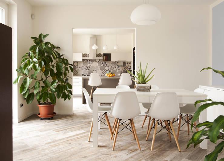 La sala da pranzo: Sala da pranzo in stile in stile Moderno di ARCHISPRITZ