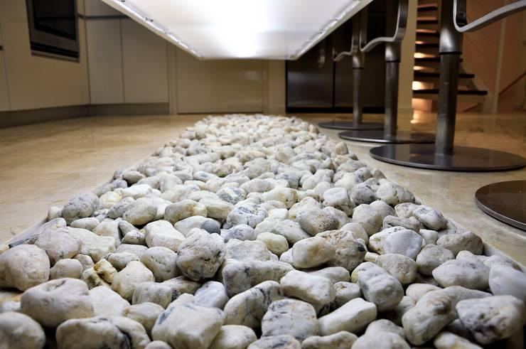 Loma Linda: Cocinas de estilo  por RRA Arquitectura