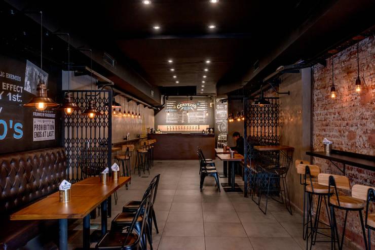 Obra Cullen Henderson - Diseño Local Gastronómico: Bares y Clubs de estilo  por Bhavana,Industrial
