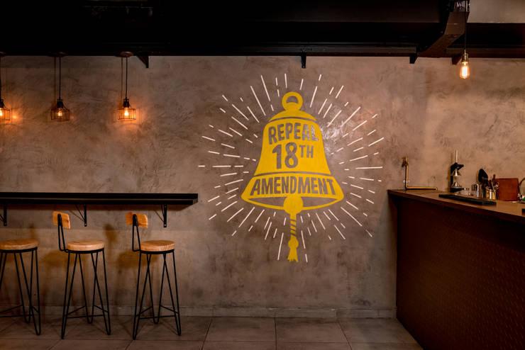 Obra Cullen Henderson – Diseño Local Gastronómico: Bares y Clubs de estilo  por Bhavana,Industrial